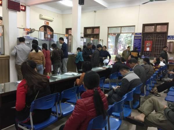TP Vinh: Lo đất tăng giá, người dân chen chân làm thủ tục giao dịch